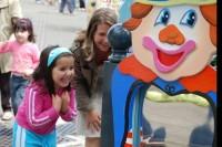 Enfants lors d'une exposition magie