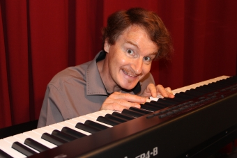 Olivien 2 - au piano (3.6Mo)